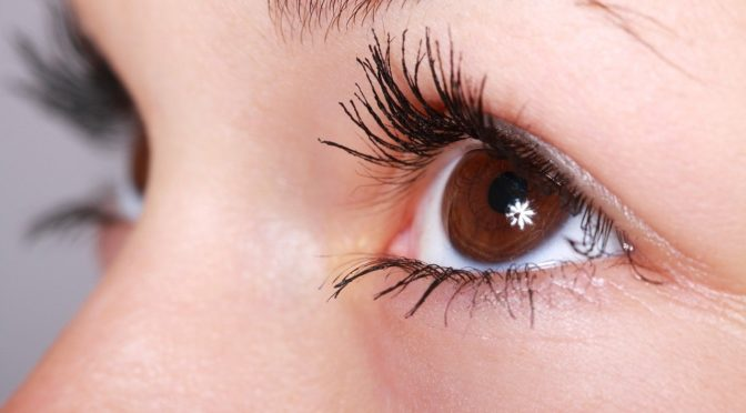 Oczy to jednostkowy narząd. To właśnie dzięki nim spostrzegamy.